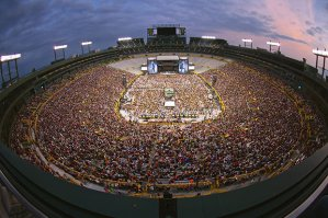 Kenny Chesney at Lambeau Field on June 20, 2015 Credit: Jill Trunnel