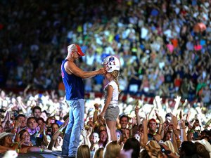 Kenny Chesney - Gillette Stadium Boston (Photo Credit: Jill Trunnell)