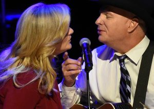 Trisha Yearwood & Garth Brooks / Photo by Rick Diamond / Getty Images