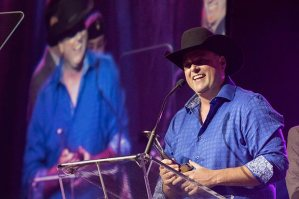 Gord Bamford expresses thanks after receiving the CMA Jeff Walker Global Artist Award Saturday during the CCMA Gala Dinner and Awards in London, Ontario. Photo Credit: Grant W. Martin Photography (courtesy of CMA)