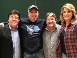 Photo ID Left to Right: Marty Raybon, Garth Brooks, Mike McGuire, Trisha Yearwood Photo credit: Cole Johnstone / Johnstone Entertainment