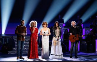 "Host Reba McEntire joins Little Big Town to perform ""Mary, Did You Know?"" during ""CMA Country Christmas,"" airing Monday, Nov. 27 on the ABC Television Network. Little Big Town also performs ""What Are You Doing New Year's Eve?"" during the special, while McEntire also performs ""Holly Jolly Christmas,"" a medley of ""O, Come All Ye Faithful"" / ""O Little Town of Bethlehem"" / ""I'll Be Home For Christmas,"" as well as ""Jingle Bells"" with Kelsea Ballerini. McEntire previously performed during the first-ever ""CMA Country Christmas"" in 2010, while Little Big Town returns to perform for a fifth year. Photo Credit: Donn Jones / CMA"